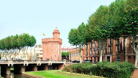 Le Castillet, a medieval entry point to the city © Fotolia