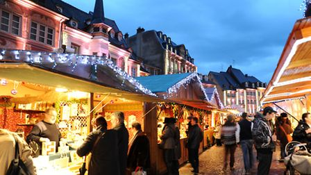 Market stallholders tempt passers-by with their delectable festive treats in Mulhouse © Catherine Ko