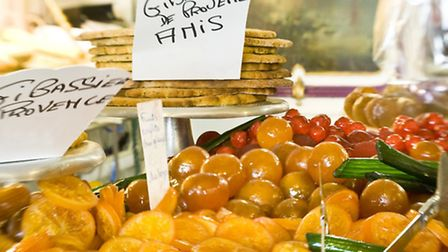 Dried and fresh fruits feature in the 13 desserts ©OT Provence