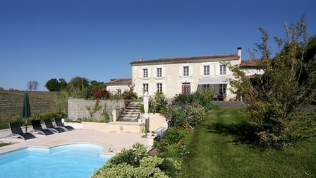 A handsome Charentaise near Ambleville with pool and septic tank, 390,000 euros (charente-immobilier