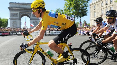 Bradley Wiggins races to the finish line on the Champs Élysées in the 2012 race © B. Bade / ASO