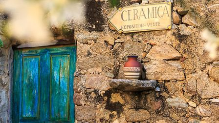 Handmade signs in the pottery centre of Pigna © Simpson Travel