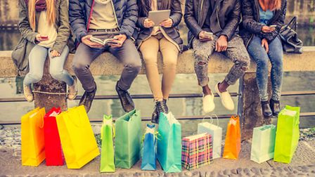 A group shops til' they drop in Nice ©ThinkStock