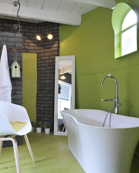 Elegant, modern bathroom in a Brittany cottage (www.frenchconnections.co.uk; ID: 156746)