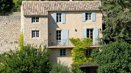 Rural-House-in-Gordes--Souther-2074aa64