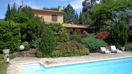 A detached villa five minutes' walk from the centre of Quillan with pool, snooker room, wine cellar