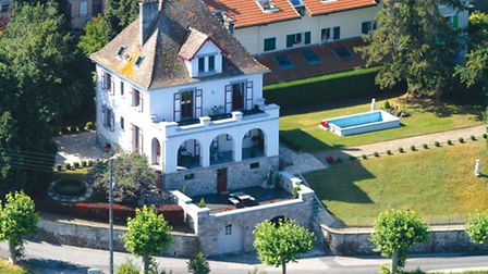 This 1920s house on Lake Geneva is a dream home
