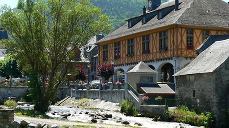 View of the town hall in Arreau, © Dreamstime