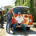 Tony, Yvette and Scooter and their beloved camper van © S. Haurant