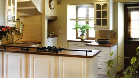 Make sure the kitchen is well equipped and clean © French Connections