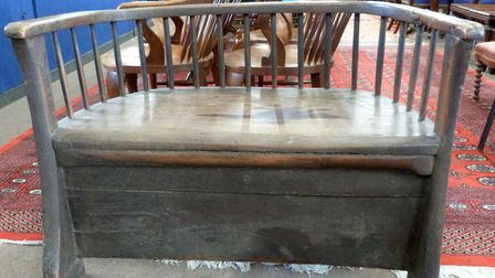 19th century elm settle, which sold for £3,200 at a Keys auction