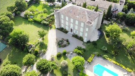 Chateau studio apartment for sale in Provence with a private seller