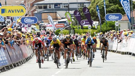The sprint finish at Clacton during the 2015 Women's Tour