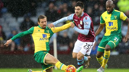 Gary ONeil of Norwich and Carles Gil of Aston Villa in action during the Barclays Premier League mat