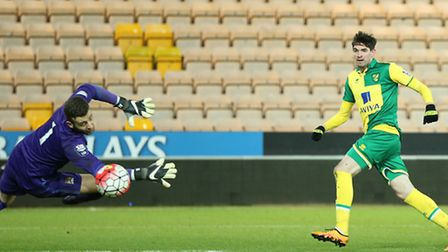 Kyle Lafferty of Norwich scores an equalising goal passed Angus Gunn of Man City to make it 1-1