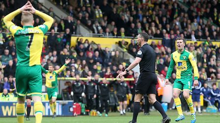 Andre Marriner turns down Norwich City penalty appeals after Dieumerci Mbokani tumbles under a chall