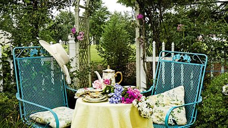 10 simple ideas for a beautiful garden this spring (Trudy Wilkerson/Shutterstock)