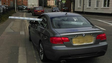 Police stopped this car for having several feet of guttering sticking out of the window, photo @NSRo