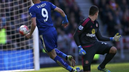 Leicester City's Jamie Vardy scores his side's first goal of the game during the Barclays Premier Le