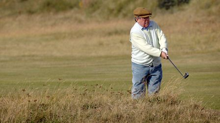 Ronnie Corbett playing golf at the Royal West Norfolk Golf Club in Brancaster, for a Princes Trust C