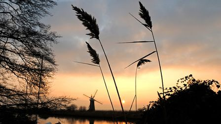 Sunset over the River Thurne on the Norfolk Broads as the end of 2008 draws to a close.Norfolk Broad
