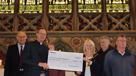North Walsham's 2015-2016 mayor, Brenda West, hands over a cheque for £1,006 to Rev Paul Cubitt, Vic