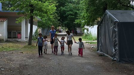 Jenny and Chiara show solidarity and build a bond of friendship with the families in the camp.
