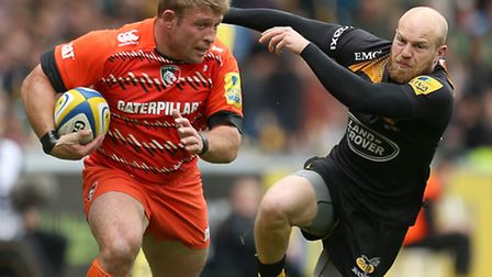 Leicester Tigers' Tom Youngs and Wasps' Joe Simpson in action during an Aviva Premiership match at t