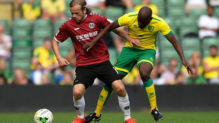 Youssouf Mulumbu was a late arrival for Norwich City in Saturday's 3-2 friendly defeat to Hannover 9