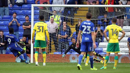Clayton Donaldson makes it 2-0 to Birmingham City from the penalty spot. Picture: Paul Chesterton/Fo