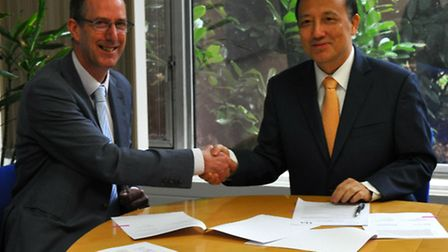 Prof David Richardson, vice-chancellor of the UEA, signing a PhD agreement with Prof Chen Shiyi, pre