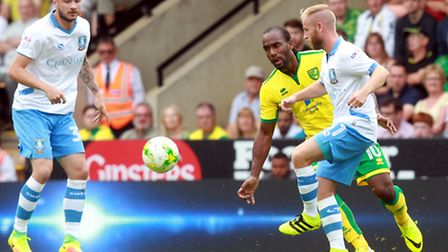 Barry Bannan (right) of Sheffield Wednesday during the Sky Bet Championship match at Carrow Road, No
