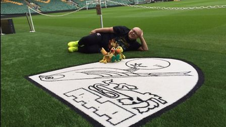 David Lee has made the 6000 mile journey to see Norwich play this weekend (Picture: @XXL16)