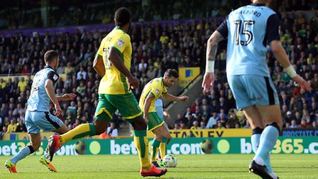 Wes Hoolahan of Norwich scores his sides 1st goal during the Sky Bet Championship match at Carrow Ro