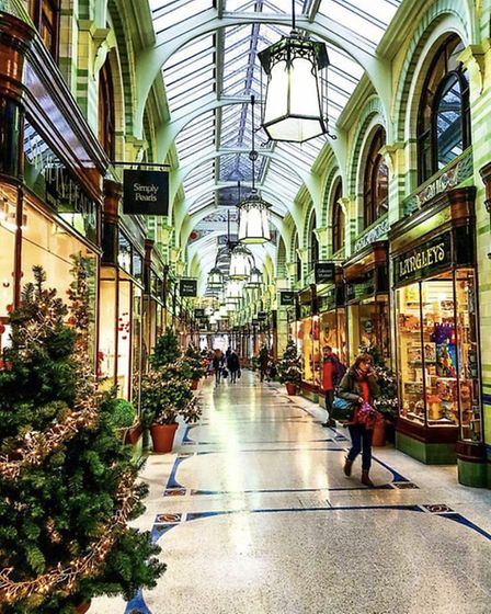 The Royal Arcade looks gorgeous at Christmas time. By @josie_pointer