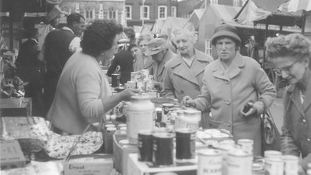 Shoppers hunting for bargains on the City market Dated: May 30th, 1961. From Evening News Library/