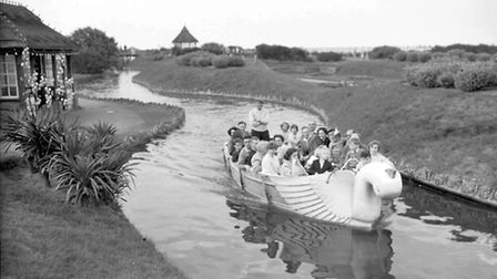 GREAT YARMOUTH HOLIDAY MAKERS TAKING A TRIP ON THE WATERWAYS DATED AUGUST 21ST 1955 OR 1956