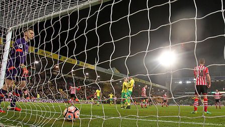Steven Naismith equalises in stoppage time for Norwich City against Southampton. Picture by Paul Ch
