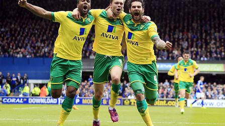Norwich City's Jonathan Howson (centre) celebrates scoring the opening goal with team mates Cameron