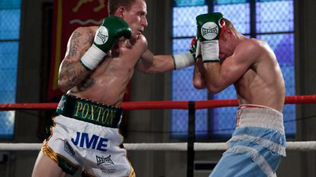 Craig Poxton is the new Southern Area super-featherweight champion.
