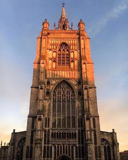 The sun sets over St Peter Mancroft by @0llielee