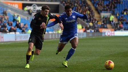Wes Hoolahan of Norwich and Kadeem Harris of Cardiff City in action during the Sky Bet Championship