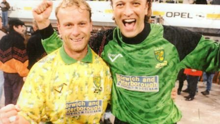 Bryan Gunn and Jeremy Goss after the win against Bayern Munich in 1993