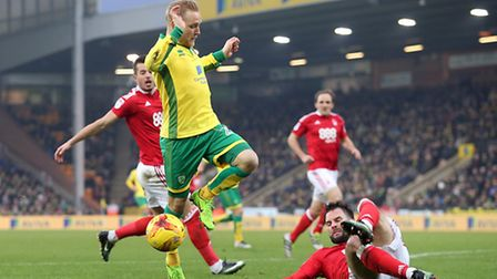 Alex Pritchard of Norwich and Danny Fox of Nottingham Forest in action during the Sky Bet Championsh