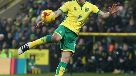 Jonny Howson of Norwich scores his sides 1st goal during the Sky Bet Championship match at Carrow Ro