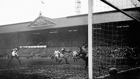 West Ham United's Ronnie Boyce (c) starts to celebrate as his shot beats Manchester United goalkeepe
