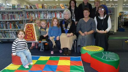 President of the GYLC Ann Liddiment, together with a number of the library friends, mums and childre