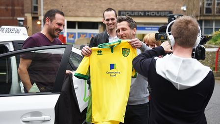 NCFC fan Leigh Woodrow, who started a Canaries fan group in Australia, gets to meet Darren Eadie at