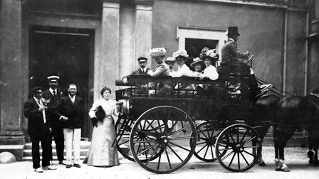 Mr and Mrs Denis Potts-Chatto outside their family mansion The Daison in 1900 (PR7787.1)