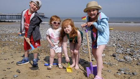 Hot sun weather in Cromer. Pictured from left James Hamilton-Cole, Lily Hamilton, Holly Hamilton and